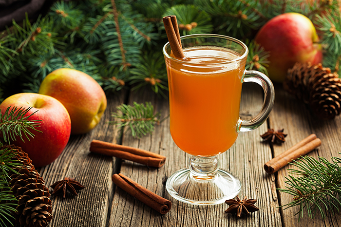 Cider heiss mit Zimt im Winter
